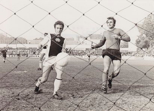 Eric Barber scoring for Wiener Sport-Club in October 1970. Eric scored 8 goals for the Wiener Sport-Club in 19 national championship games.