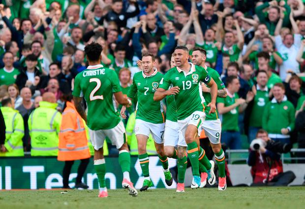 Republic of Ireland s Jonathan Walters celebrates scoring their first goal  with team mates Action Images via 9407171e8