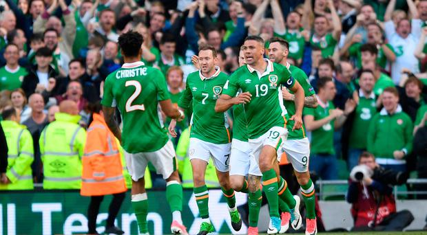 Republic of Ireland's Jonathan Walters celebrates scoring their first goal with team mates Action Images via Reuters / Tony O'Brien Livepic