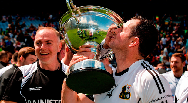 Former Antrim hurler Liam Watson, now of Warwickshire, kisses the Lory Meagher Cup following his side's victory. Photo by Piaras Ó Mídheach/Sportsfile