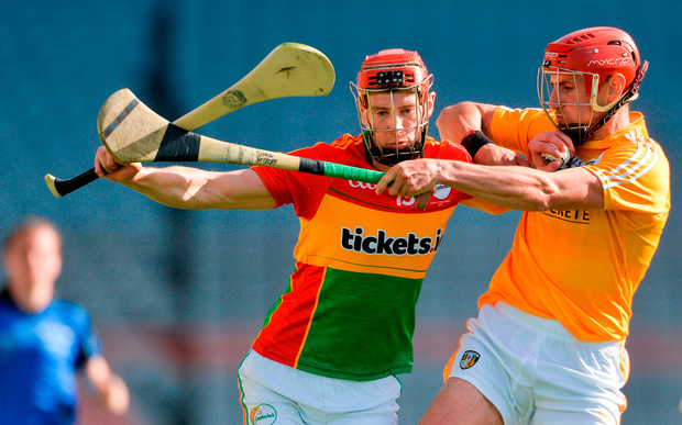 Denis Murphy of Carlow in action against Simon McCrory of Antrim. Photo by Piaras Ó Mídheach/Sportsfile