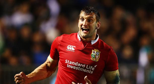 WHANGAREI, NEW ZEALAND - JUNE 03: Sam Warburton of the Lions gives instructions to his players during the match between the New Zealand Provincial Barbarians and British & Irish Lions at Toll Stadium on June 3, 2017 in Whangarei, New Zealand. (Photo by Hannah Peters/Getty Images)