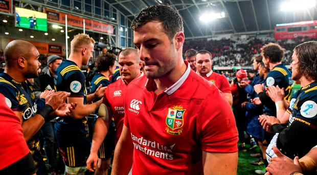A dejected Robbie Henshaw leaves the field. Photo: Stephen McCarthy/Sportsfile