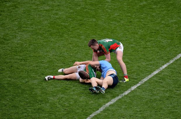 30 August 2015; Cillian O'Connor, Mayo, attempts to separate Diarmuid Connolly, Dublin, and Lee Keegan, Mayo, during a scuffle which resulted in Connolly receiving a red card. GAA Football All-Ireland Senior Championship, Semi-Final, Dublin v Mayo, Croke Park, Dublin. Picture credit: Dáire Brennan / SPORTSFILE