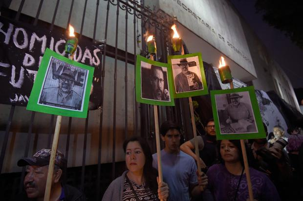 Media, rights groups and people in general protest to demand the Mexican government catch the killers of Javier Valdez, the fifth and most high-profile journalist murdered this year in the country's drug-trafficking ganglands, in front of the Interior Ministry in Mexico City on May 16, 2017. (Photo: ALFREDO ESTRELLA/AFP/Getty Images)