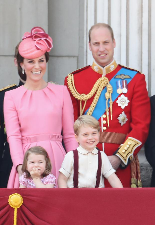 Catherine, Duchess of Cambridge, Princess Charlotte of Cambridge, Prince George of Cambridge and Prince William, Duke of Cambridge look out from the balcony of Buckingham Palace during the Trooping the Colour parade on June 17, 2017 in London, England. (Photo by Chris Jackson/Getty Images)