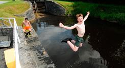 Killian Brennan leaps into the Grand Canal in Tullamore, Co Offaly, to keep cool during the heatwave. Photo: James Flynn/APX