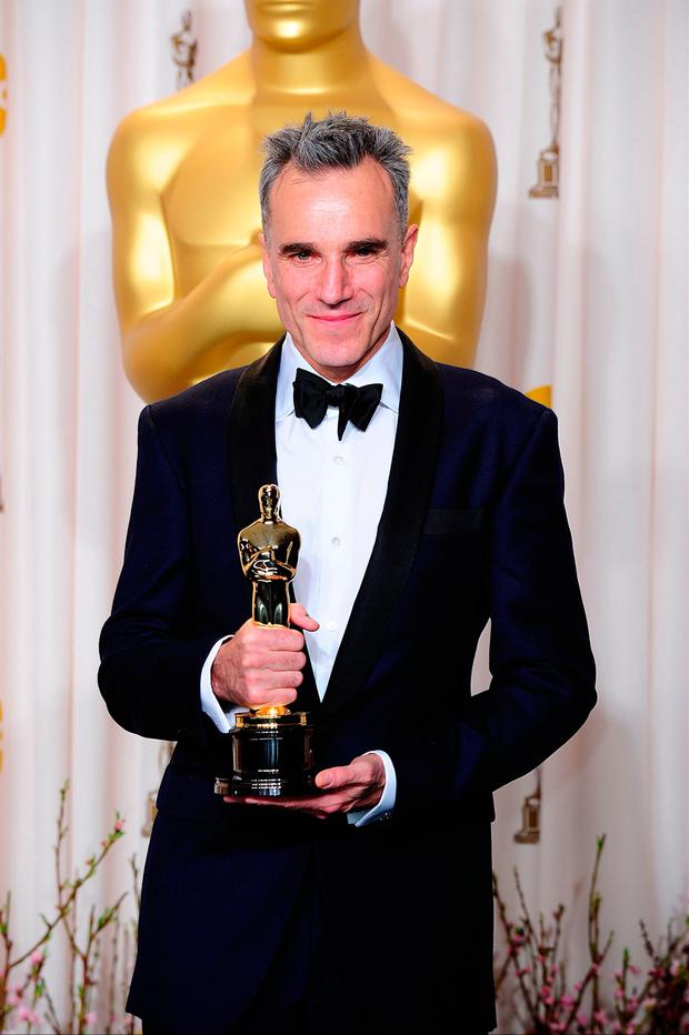 31a41112aeab Method to the madness: Daniel Day Lewis with one of his three Oscars