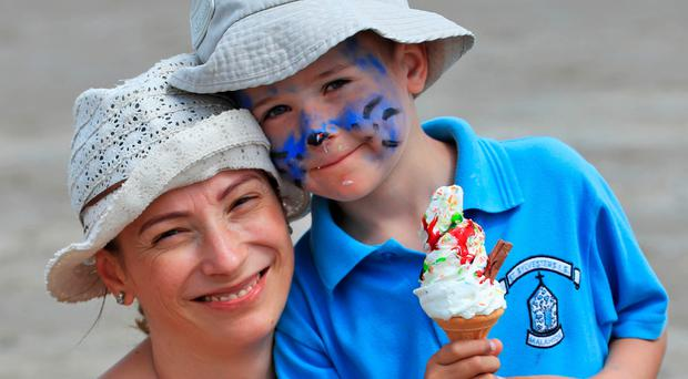 'Mixed' weather in Ireland for Bank Holiday weekend - as European hot spots battle heatwave