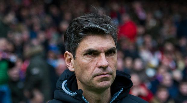 Head coach Mauricio Pellegrino of Deportivo Alaves looks on prior to the start the La Liga match between Real Sporting de Gijon and Deportivo Alaves at Estadio El Molinon on February 5, 2017 in Gijon, Spain. (Photo by Juan Manuel Serrano Arce/Getty Images)