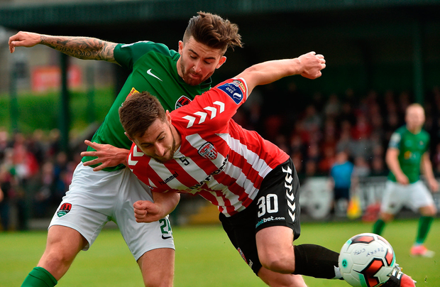 Sean Maguire of Cork City in action against Aaron Barry of Derry City. Photo by David Maher/Sportsfile