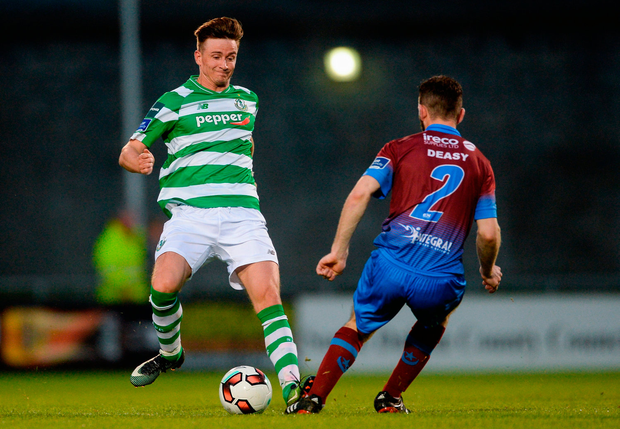 Ronan Finn of Shamrock Rovers in action against Colm Deasy of Drogheda United. Photo by Piaras Ó Mídheach/Sportsfile