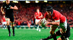 Sean O'Brien scores the Lions' first try of the game during yesterday's first Test defeat to New Zealand at Eden Park in Auckland. Photo: Sportsfile