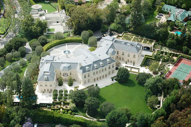 1200px-The_Manor,_Holmby_Hills,_Los_Angeles,_in_2008.jpg