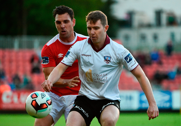 Padraic Cunningham of Galway United in action against Gavin Peers of St Patrick's Athletic. Photo by David Maher/Sportsfile