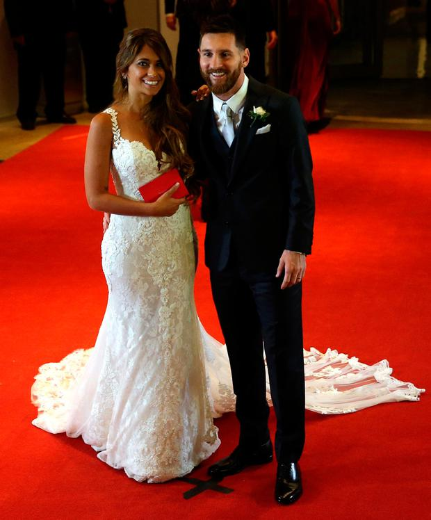 Argentine soccer player Lionel Messi and his wife Antonela Roccuzzo pose at their wedding in Rosario, Argentina, June 30, 2017. REUTERS/Marcos Brindicci