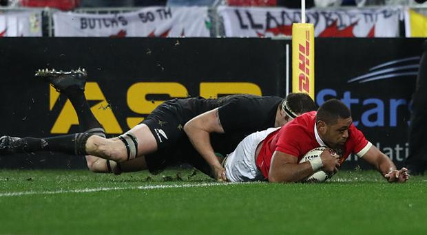 WELLINGTON, NEW ZEALAND - JULY 01: Taulupe Faletau of the Lions dives over to score the opening try during the second test match between the New Zealand All Blacks and the British & Irish Lions at the Westpac Stadium on July 1, 2017 in Wellington, New Zealand. (Photo by David Rogers/Getty Images)