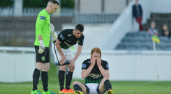 30 June 2017; Hugh Douglas of Bray Wanderers reacts after picking up a blood injury as team-mates Peter Cherrie, left, and Ryan Brennan look on during the SSE Airtricity League Premier Division match between Bray Wanderers and Dundalk at the Carlisle Grounds in Bray, Co Wicklow. Photo by Piaras Ó Mídheach/Sportsfile