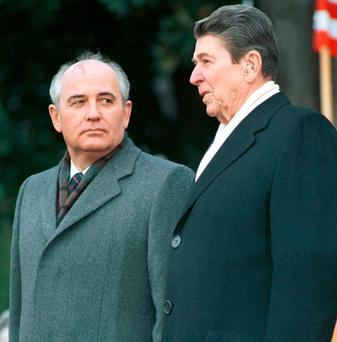 Former U.S. President Ronald Reagan stands with former Russian President Mikhail Gorbachev. Photo: Gary Hershorn/Reuters