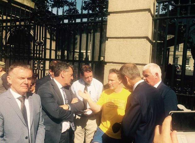 Declan Connolly speaks to TDs outside the Dáil after their walk from Mullingar (Photo: Connolly family)