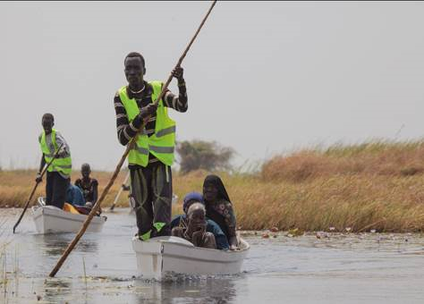 Canoes transport vulnerable people to emergency aid and medical assistance