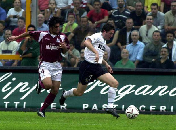 01 Oct 2000: Robbie Keane of Inter Milan gets away from Marco Antonio Caniera of Reggina during the Serie A league match between Reggina and Inter Milan played at the Oreste Granillo Stadium in Reggina, Italy. GUERRA / GRAZIA NERI Mandatory Credit:Grazia Neri/ALLSPORT