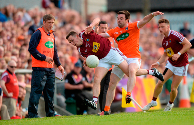 Mark McCallon of Westmeath in action against Aidan Forker of Armagh. Photo by Piaras Ó Mídheach/Sportsfile