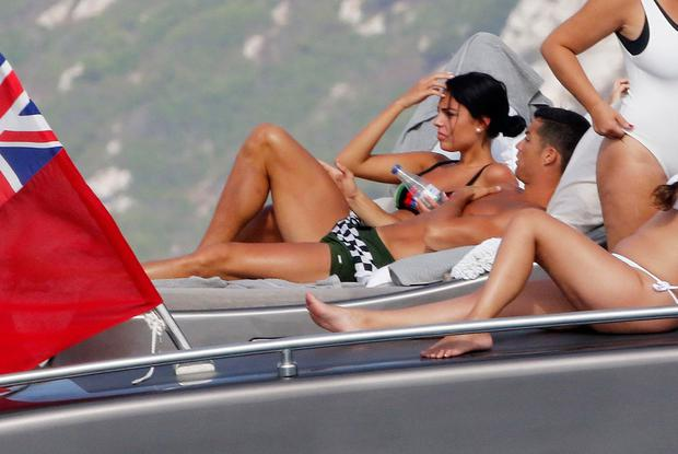 Ronaldo confirms girlfriend Georgina is pregnant - weeks