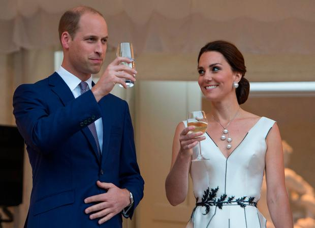Prince William, Duke of Cambridge and Catherine, Duchess of Cambridge toast HM The Queen at the Queen's Birthday Garden Party at the Orangery, Lazienki Park on day 1 of their official visit to Poland on July 17, 2017 in Warsaw, Poland. (Photo by Julian Simmonds-Pool/Getty Images)