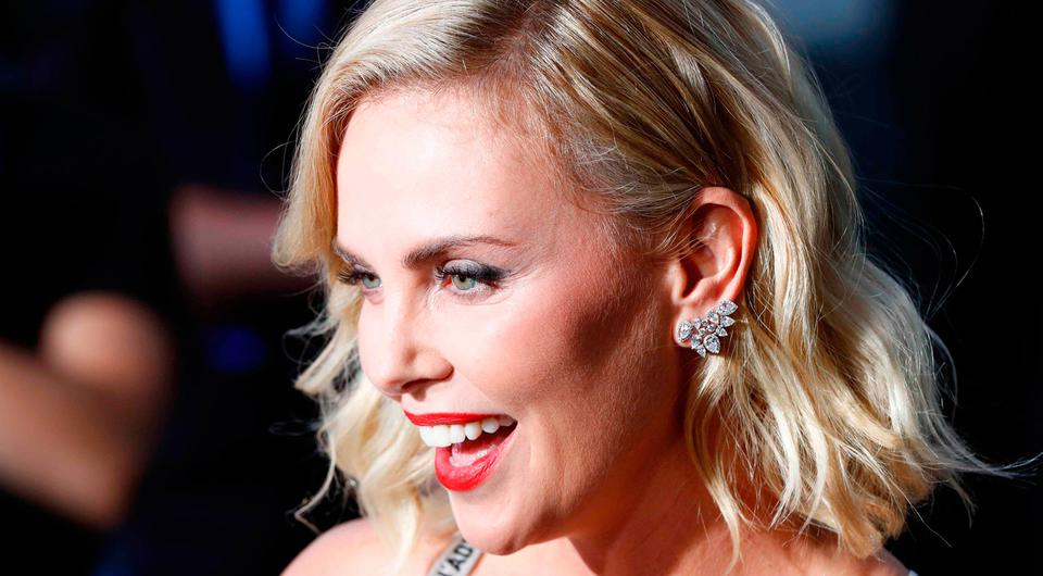 Cast member Charlize Theron poses on the red carpet as she arrives for the world premiere and screening of the movie 'Atomic Blonde' in Berlin, Germany, July 17, 2017. REUTERS/Fabrizio Bensch