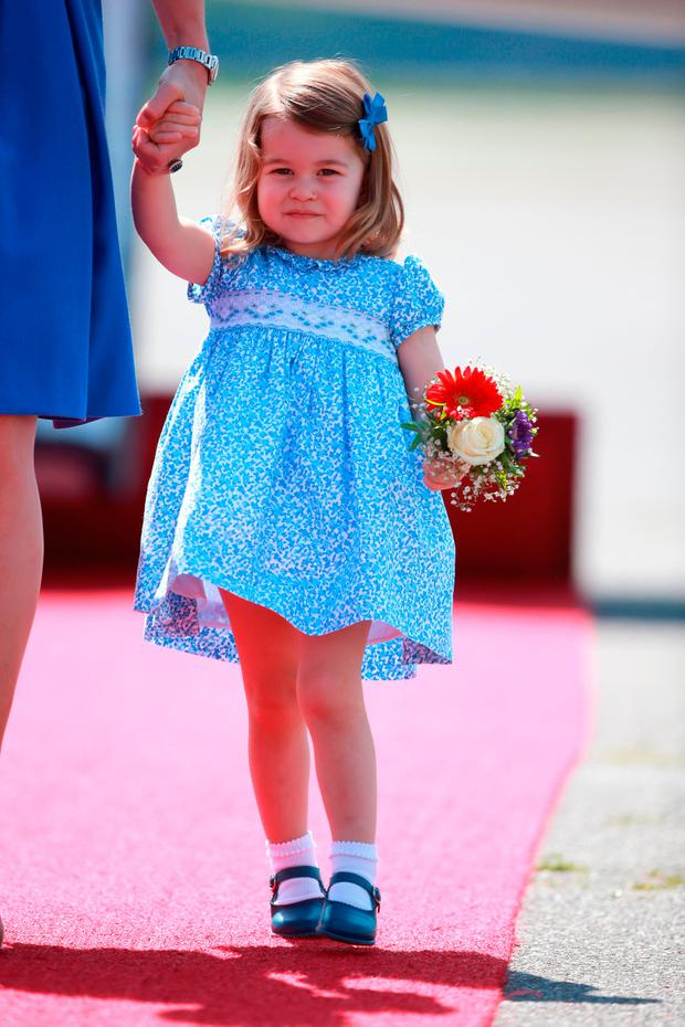 Princess charlotte steals the show with flower bouquet as for Pool show charlotte