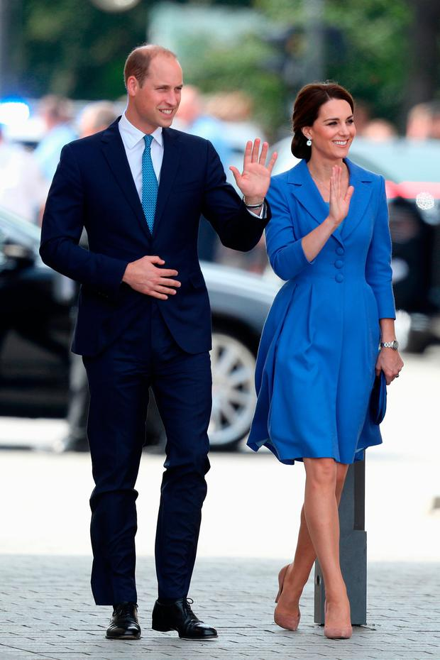 Catherine, Duchess of Cambridge and Prince William, Duke of Cambridge arrive at the Brandenburg Gate during an official visit to Poland and Germany on July 19, 2017 in Berlin, Germany. (Photo by Sean Gallup/Getty Images)