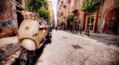 Naples: winding streets with buzzing mopeds