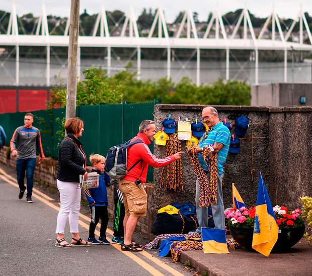 22 July 2017; Supporters make their way to the stadium prior to the GAA Hurling All-Ireland Senior Championship Quarter-Final match between Clare and Tipperary at Páirc Uí Chaoimh in Cork. Photo by Stephen McCarthy/Sportsfile