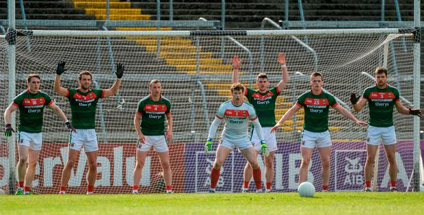 Mayo players on the goal-line awaiting a late free from Cork's Colm O'Neill. Photo: PIARAS Ó MÍDHEACH/SPORTSFILE