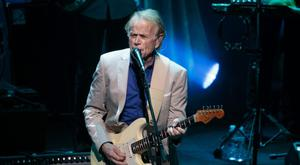 Musician, singer and songwriter who co-founded the Beach Boys Al Jardine performs on stage with Brian Wilson at ACL Live on May 13, 2017 in Austin, Texas. / AFP PHOTO / SUZANNE CORDEIRO (Photo credit should read SUZANNE CORDEIRO/AFP/Getty Images)