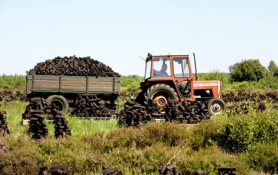 Bringing in the turf for winter Williamstown Bog Co. Westmeath. Picture; Gerry Mooney