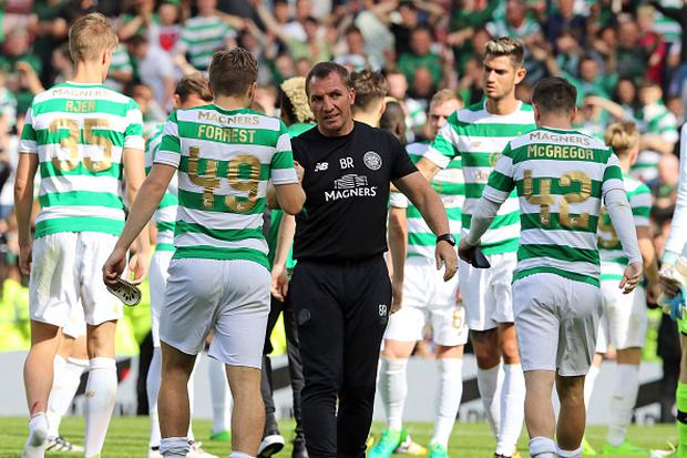 Celtic manager Brendan Rodgers with his players after the final whistle during a pre-season friendly match between Sunderland AFC and Celtic at the Stadium of Light on July 29, 2017 in Sunderland, England. (Photo by Ian Horrocks/Sunderland AFC via Getty Images)