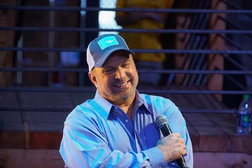 Garth Brooks admits to lip-syncing CMA performance