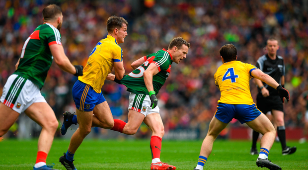Andy Moran of Mayo in action against Sean Mullooly, left, and David Murray, 4, of Roscommon