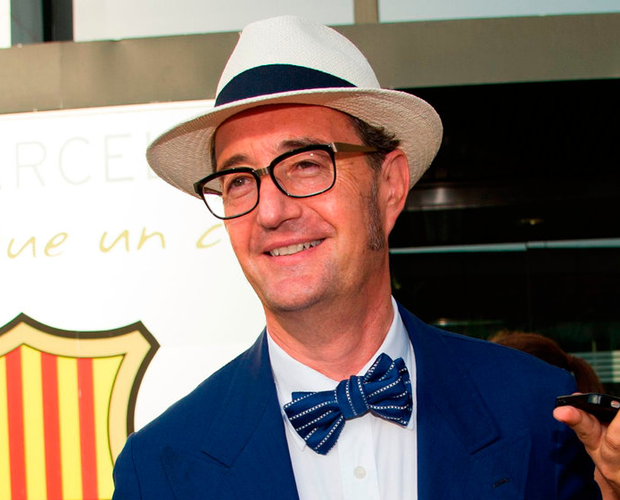 Spanish lawyer Juan de Dios Crespo, who was in charge of depositing the €222m buyout clause smiles as he leaves Barcelona's offices. Photo: Lola Bou/AFP/Getty Images
