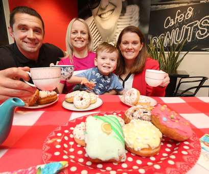 Topaz brand ambassador Alan Quinlan with Wendy Griffin, her son Eric (4), Eric has a rare form of epilepsy and is a patient of the Jack and Jill Foundation, and Sinead Moriarty, Marketing Manager, Topaz
