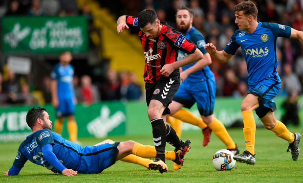Bray Wanderers' duo Tim Clancy and Keith Buckley combine to dispossess Bohs' Dinny Corcoran during last night's SSE Airtricity League Premier Division match at Dalymount Park. Photo: Sportsfile