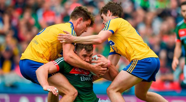 Mayo's Aidan O'Shea tussels with Seán Mullooly, left, and David Murray of Roscommon. Photo by Daire Brennan/Sportsfile