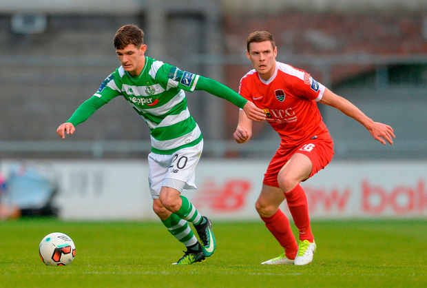 Trevor Clarke of Shamrock Rovers in action against Garry Buckley of Cork City. Photo by Piaras Ó Mídheach/Sportsfile
