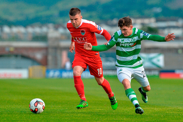 Steven Beattie of Cork City in action against Trevor Clarke of Shamrock Rovers. Photo by Piaras Ó Mídheach/Sportsfile