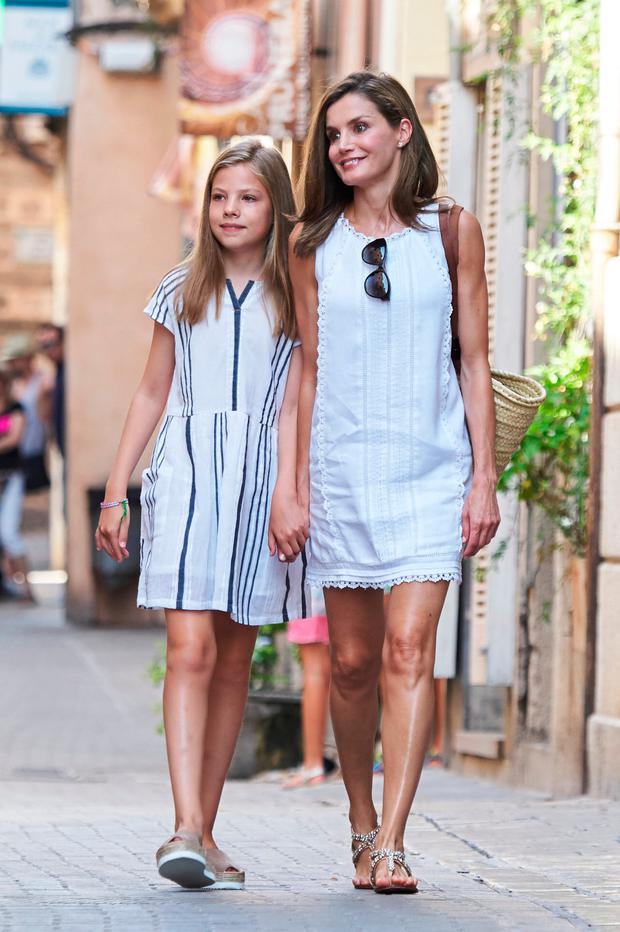 Queen Letizia of Spain and her daughter Princess Sofia of Spain visit the Can Prunera Museum on August 6, 2017 in Palma de Mallorca, Spain. (Photo by Carlos Alvarez/Getty Images)