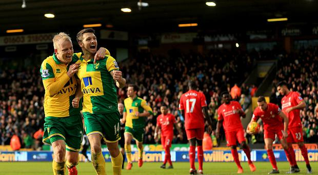 Wes Hoolahan (R) of Norwich City celebrates scoring his team's third goal with his team mate Steven Naismith (L) during the Barclays Premier League match between Norwich City and Liverpool at Carrow Road on January 23, 2016 in Norwich, England. (Photo by Stephen Pond/Getty Images)