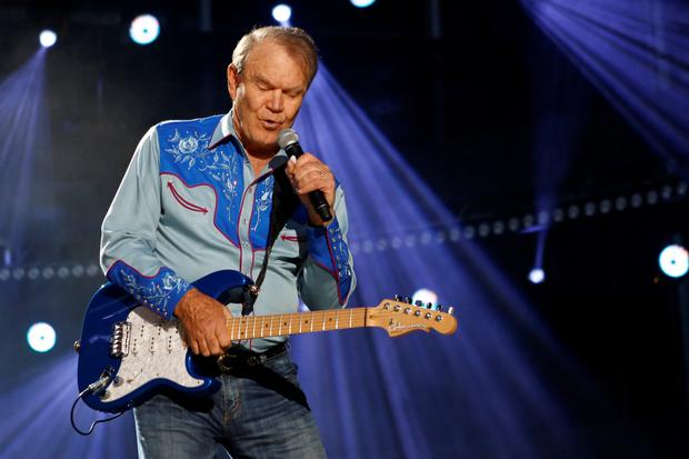 merican country music artist Glen Campbell performs during the Country Music Association (CMA) Music Festival in Nashville, Tennessee June 7, 2012. REUTERS/Harrison McClary/File Photo