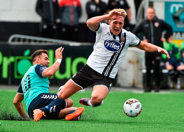 John Mountney of Dundalk in action against Darren Cole of Derry City. Photo by David Maher/Sportsfile